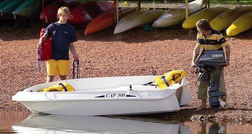 bote com motor de popa / de pesca esportiva / máx. 4 pessoas