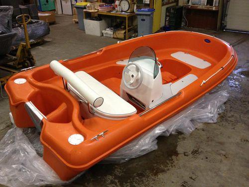 barco salva-vidas / com motor de popa