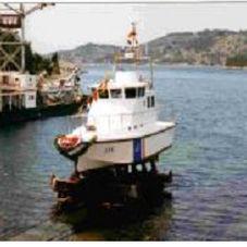 barco para transporte de pilotos / com motor de centro / a diesel