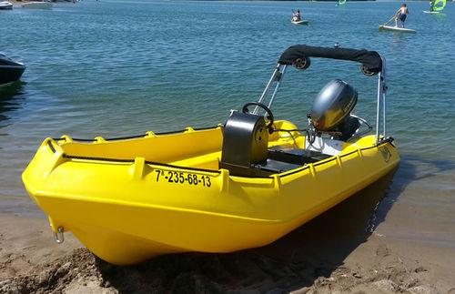 bote com motor de popa / com console central / rotomoldado / máx. 12 pessoas