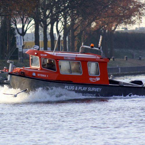 barco para levantamentos hidrográficos / com motor de centro