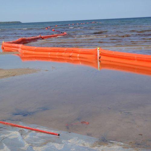 barreira de contenção / flutuante / para rio / para zona de oscilação