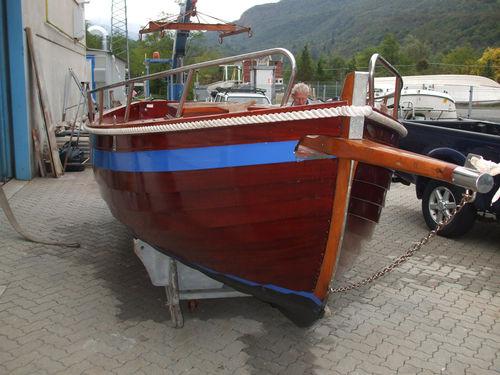monocasco / daysailer / em madeira / 1 cabine
