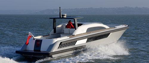 lancha Express Cruiser hidrojato / bimotor / open / com console central