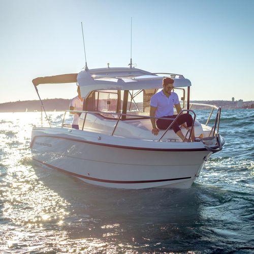 barco de pesca-passeio com motor de popa / com casa do leme / máx. 7 pessoas / máx. 5 pessoas