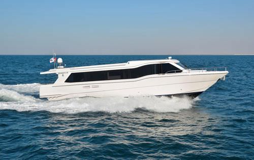 barco de passageiros / com motor de centro
