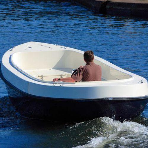 bote com motor de centro / com console central / clássico / máx. 6 pessoas