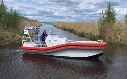 barco salva-vidas / com motor de centro / a diesel / em alumínio