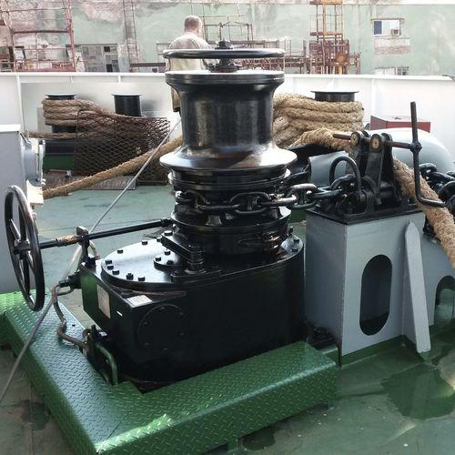cabrestante para navio / para veleiro / para rebocador / elétrico