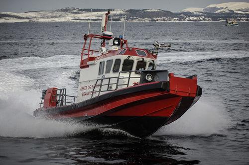 barco de combate a incêndio