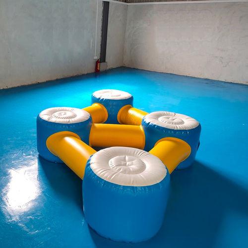 equipamento de diversão aquática salto em comprimento