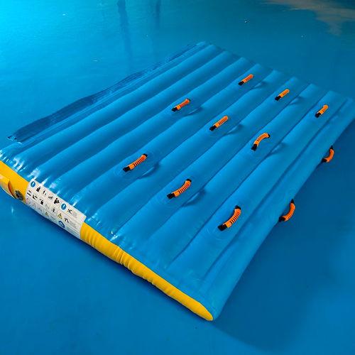 equipamento de diversão aquática rampa