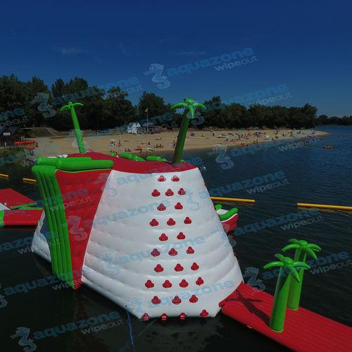 equipamento de diversão aquática escorregador