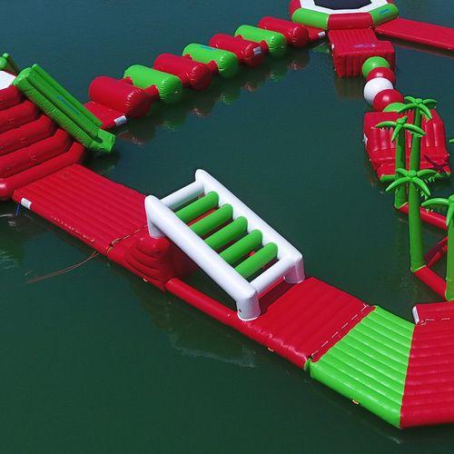 equipamento de diversão aquática de convés / em escada / parede de escalada / colchão