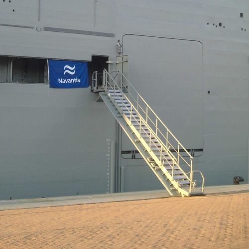 passarela de embarque para navio / telescópica / retrátil / com corrimão