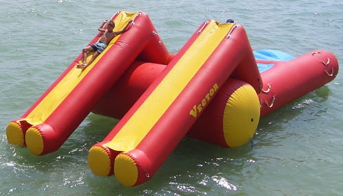 equipamento de diversão aquática catapulta / flutuante