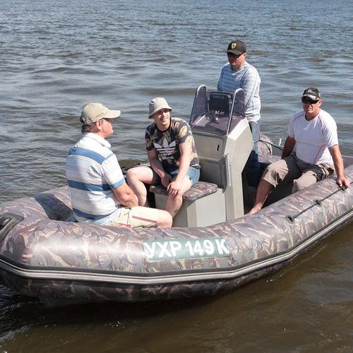 barco inflável com motor de popa / semirrígido / com console central / de turismo