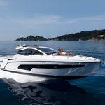 lancha Express Cruiser com motor de centro / com hard-top / de cruzeiro / esportiva
