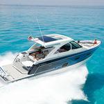 lancha Express Cruiser com motor de centro / com motor de popa / trimotor / com casco escalonado