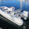 barco inflável com motor de popa / semirrígido / com console lateral / máx. 5 pessoas