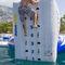 equipamento de diversão aquática parede de escalada