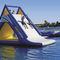 equipamento de diversão aquática com estruturas lúdicas