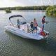 deck-boat com motor de popa / de wakeboard / para esqui aquático / máx. 10 pessoas